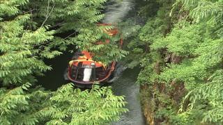 浦見川を通る観光遊覧船