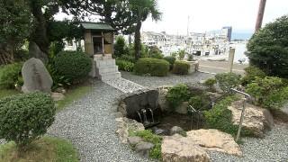 小浜城下に湧き出る雲城水(雲城公園)