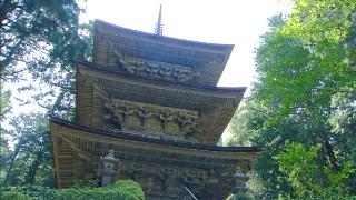 本堂とともに国宝に指定されている三重塔