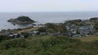 福井市糸崎地区の沖に浮かぶ亀島(がめじま)